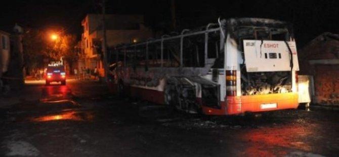 Durdurdukları otobüsü benzin dökerek yaktılar