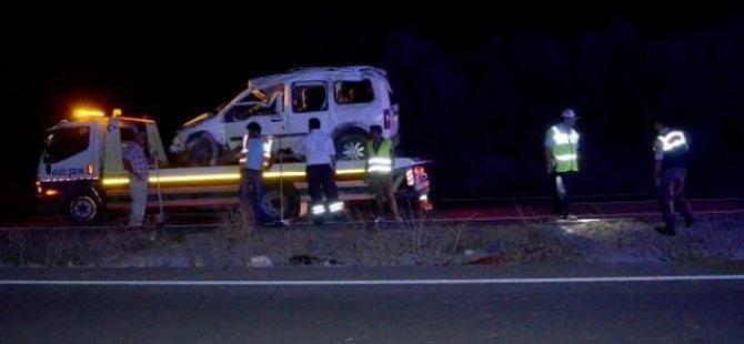 Köpeğe çarpan kamyonet takla attı: 2 ölü, 3 yaralı