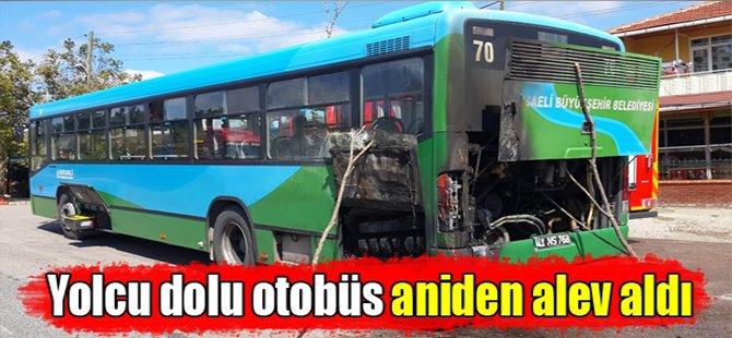 Yolcu dolu otobüs aniden alev aldı