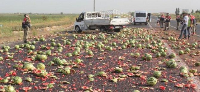 Karpuz kamyoneti devrildi: 1 ölü, 4 yaralı