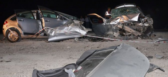 İki otomobil çarpıştı! 3 ölü, 4 yaralı