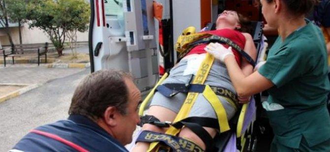 Karnındaki bıçakla hastaneye kaldırıldı!