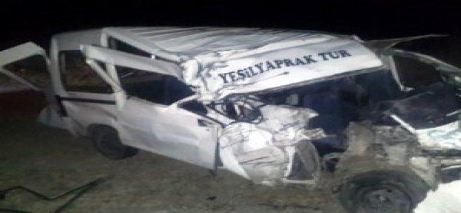 Trafik Kazası: 14 Yaralı