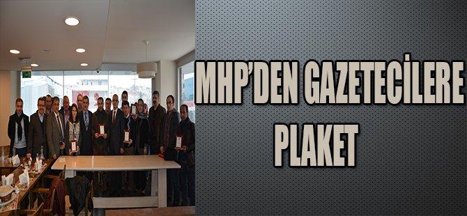 MHP'DEN GAZETECİLERE PLAKET