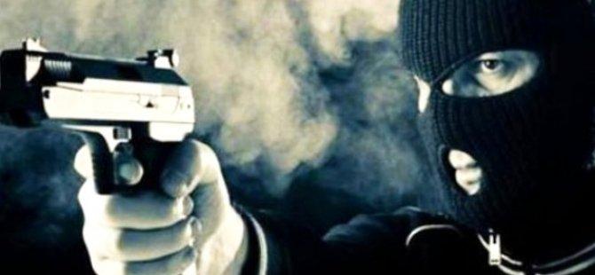 PTT şubesi kar maskeli ve silahlı 4 kişi tarafından soyuldu
