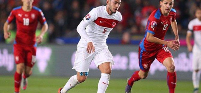Hakan Çalhanoğlu'nun transferine FIFA soruşturması!