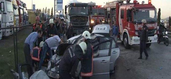 Otomobil ile beton mikseri kafa kafaya çarpıştı: 2 ölü 3 yaralı