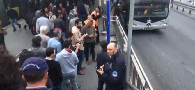Avcılar Metrobüs Durağında Hareketli Anlar! Patlama İhbarı Geldi