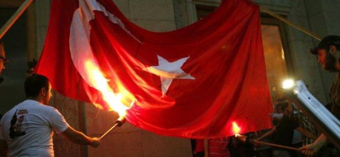 Ermeniler Türk ve Azeri Bayrağı Yaktılar