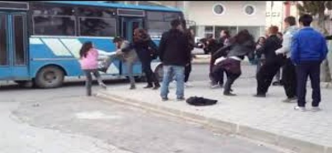 Liseli Kızların Sokak Kavgası!