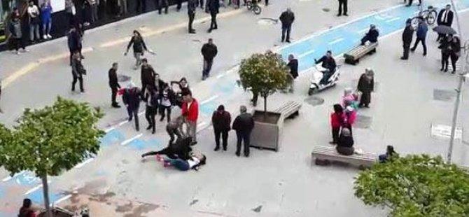 Liseli Kızların Sokak Kavgası
