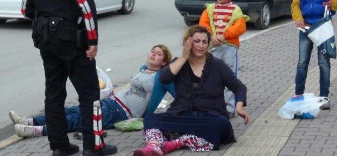 İki Kadını  Tekme Tokat Dövdü...