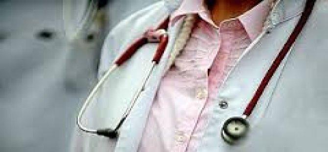 Acil Serviste Sağlık Memurunun Burnunu Kırdı