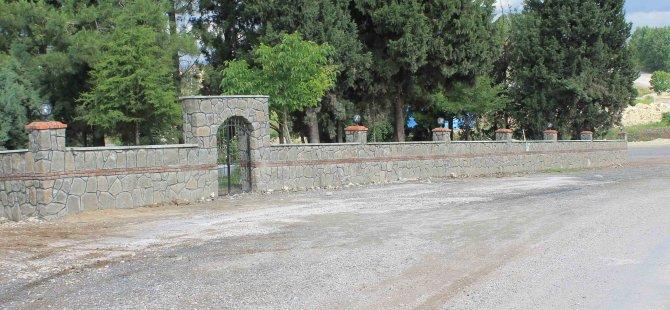 Mezarlıkların çevresi taş duvarla örüldü