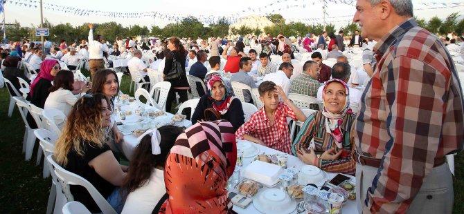 Ak Parti Kocaeli'den 3 bin kişilik iftar