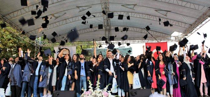 GTÜ'de mezuniyet töreni kutlandı