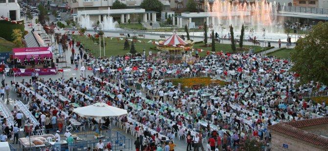 Kent Meydanı'nda büyük iftara davet