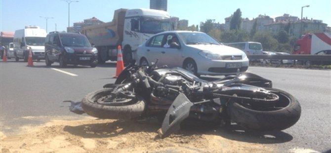 Tatlıkuyu'da motosiklet ile otomobil çarpıştı