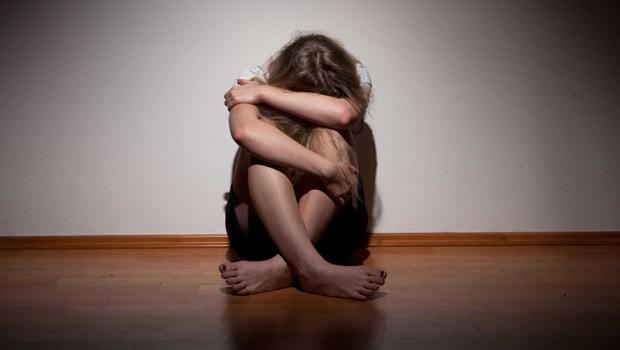 Kızına tecavüzden tutuklandı