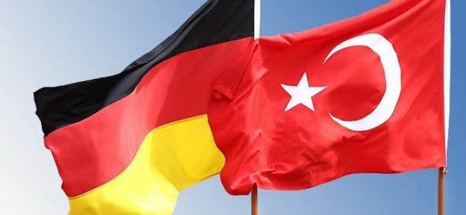Çavuşoğlu: İncirlik'in durumu bu saatten sonra Almanya'nın atacağı adımlara bağlı