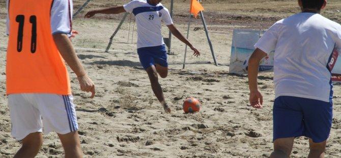 Cebeci'de renkli görüntülere sahne olan Plaj Futbolu'nda şampiyon Kocaeli Birlik 2 oldu