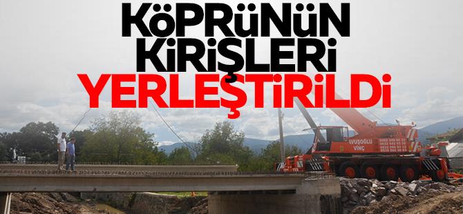 Eşme Maden Deresi Köprüsü'nün kirişleri yerleştirildi