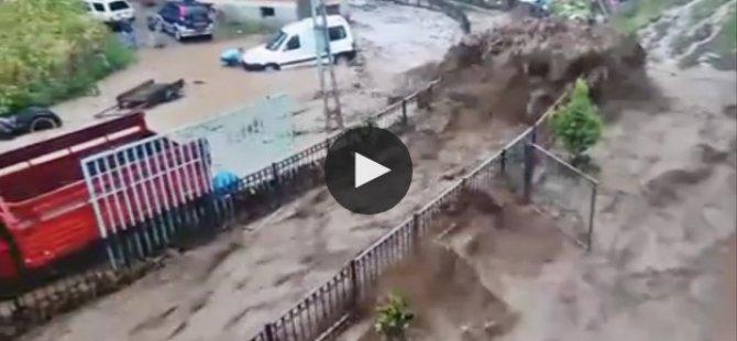 Trabzon'da korkunç sel kameraya yansıdı