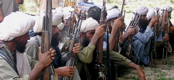 127 Asker silahlarıyla Taliban'a katıldı