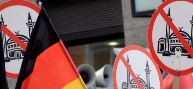Almanya'da Camiye hain saldırı!