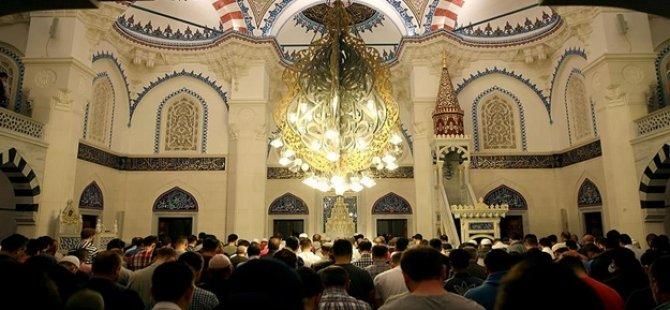 Kafirler! Almanya'da camiye çirkin saldırı