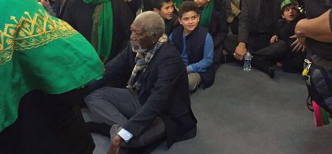 Morgan Freeman diz çöküp dua etti
