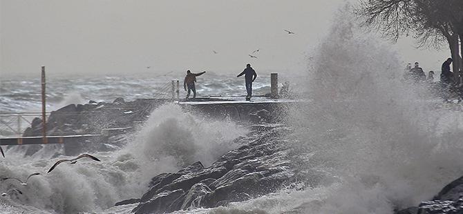 Kuvvetli Lodos Deniz Seferlerini Etkiledi