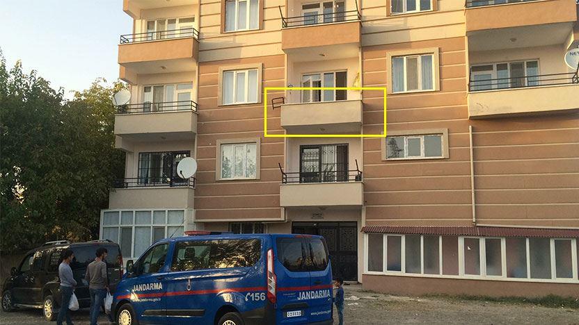 Balkon korkulukları koptu: 2 kadın hayatını kaybetti