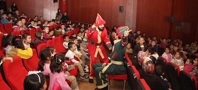 Çayırova Belediyesinden Çocuklara Tiyatro