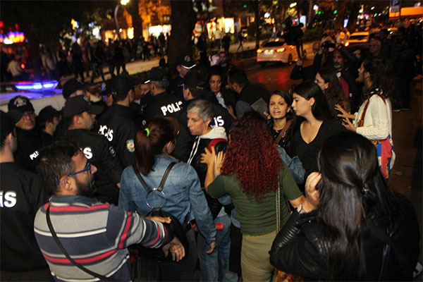Kadın cinayetlerini protesto etmek istediler gözaltına alındılar!