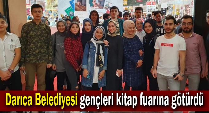 Darıca Belediyesi gençleri kitap fuarına götürdü