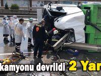 Gebze'de çöp kamyonu devrildi; 2 yaralı