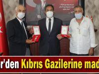 Güler'den Kıbrıs Gazilerine madalya