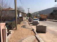 Çarşıbaşı Caddesi'nde refüj bordür ve kaldırım çalışmaları yapılıyor