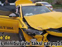 Servis minibüsüyle taksi çarpıştı!