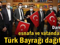 Darıca'da esnafa ve vatandaşlara Türk Bayrağı dağıtıldı