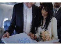 Bulutların Üzerinde Düğün Yaptılar