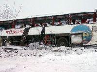 Yolcu otobüsü uçuruma yuvarlandı!