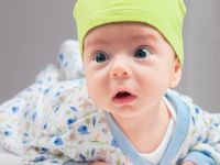 10 aylık bebek neler yapar?