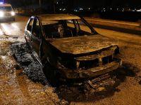 Taksiciyi darbedip aracını yaktılar