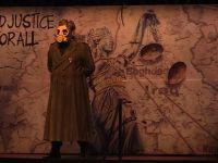 Jan Dark, tiyatro severlerden tam not aldı