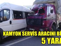 Gebze'de Kamyon, servis aracını biçti!