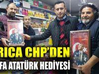 CHP'li Törk'ten esnafa Atatürk hediyesi