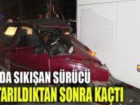 Kazada sıkışan sürücü, kurtarıldıktan sonra kaçtı