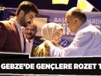 Işık, Gebze'de  Gençlere Rozetlerini Taktı